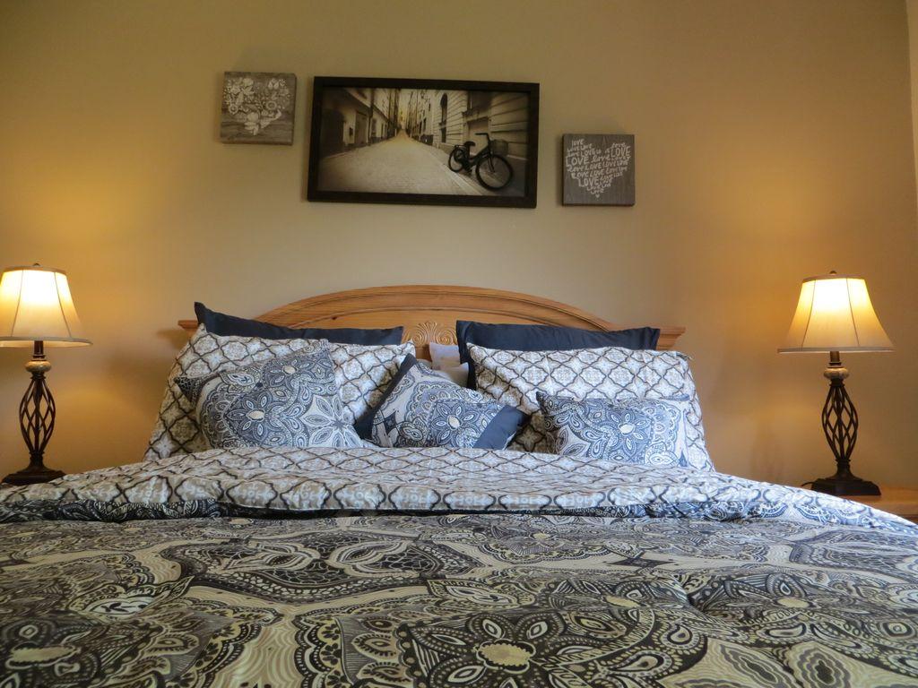 3 Bed 2.5 Bath Townhome Emerald Island Resort Emerald Island Hideaway image
